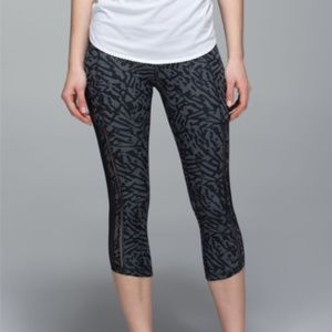 Lululemon Hot To Street Crop Size 6